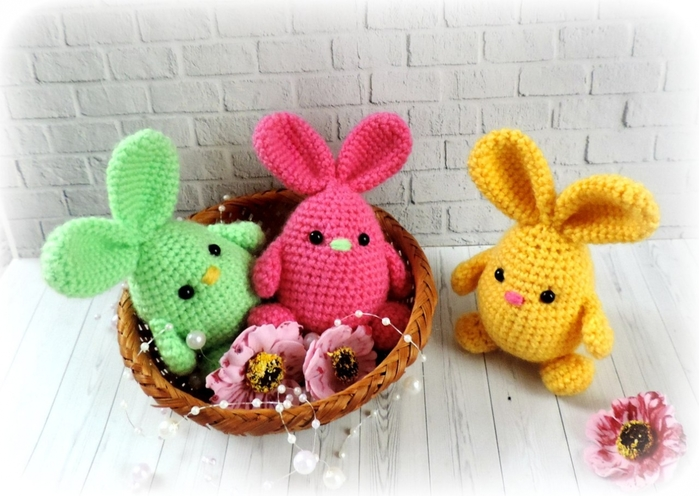 Вяжем милых пасхальных кроликов