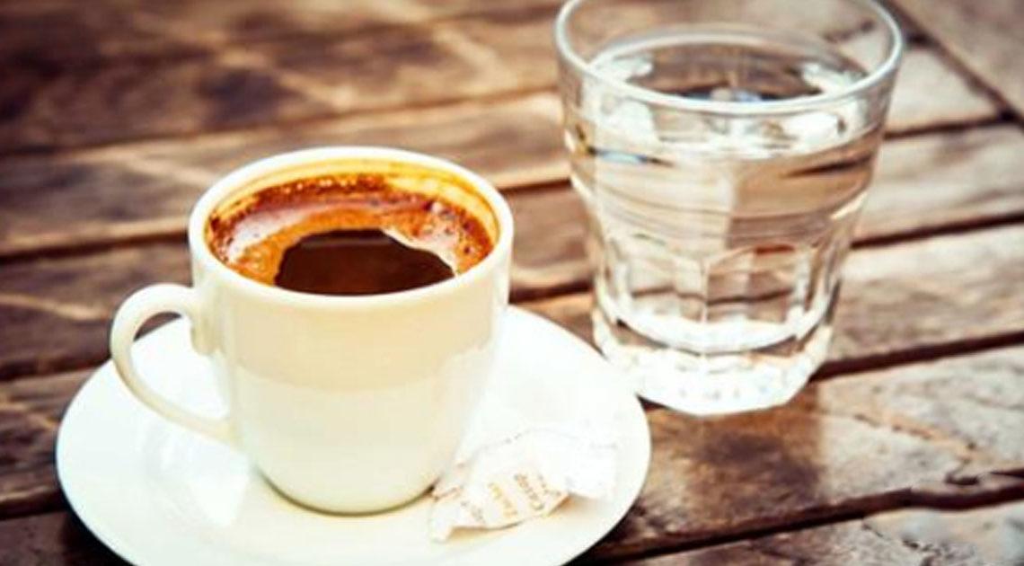 Картинки по запросу Почему кофе обязательно надо запивать водой