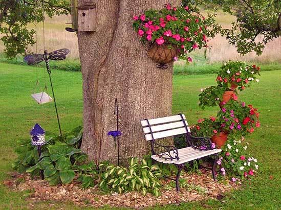 Клумба под деревом — 33 идеи цветников не как у всех