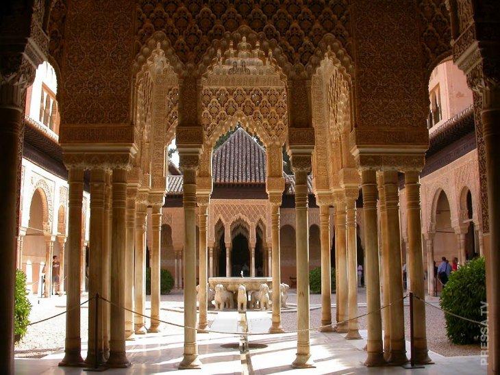 Альгамбра - жемчужина мавританского зодчества в испанской Гранаде