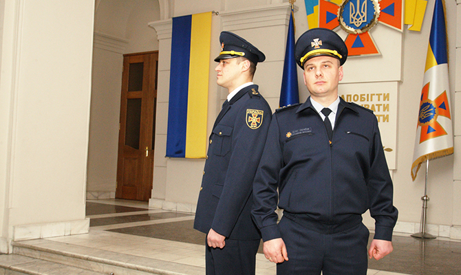 Гройсман придумал украинским спасателям новую форму