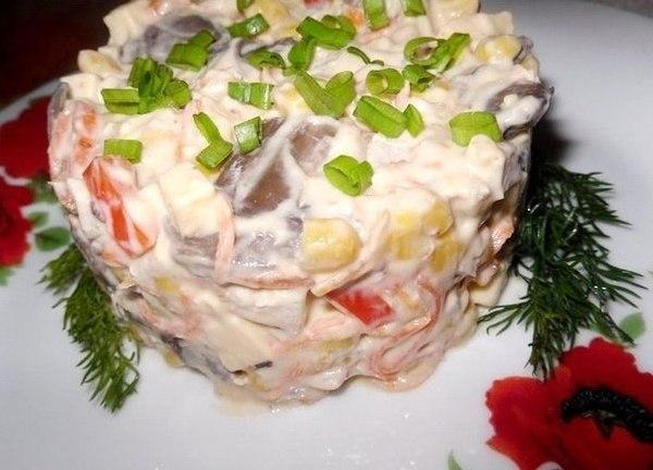 Салат «Мозаика» из курицы, грибов и овощей — вкуснятина из доступных ингредиентов