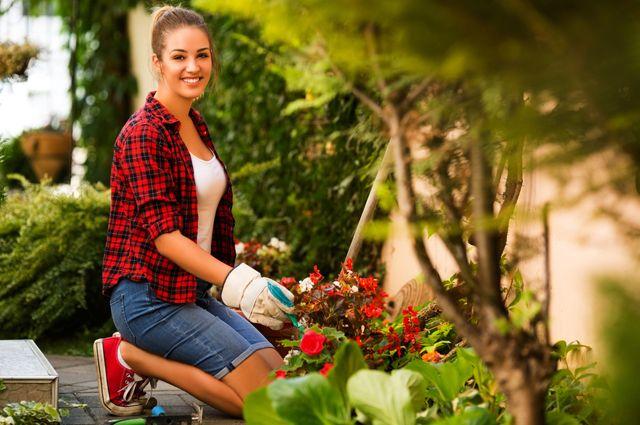 Молодая девушка срезала свой рыжий кустик фото 59-384