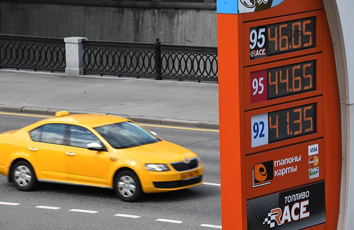 Таксисты не готовы платить за бензин свыше 50 рублей?