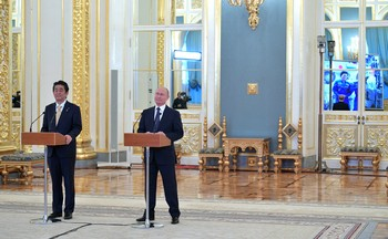 Путин и Абэ осуществили сеанс прямой связи с МКС прямо из Кремля