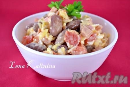 Салат с фасолью, сыром и помидорами