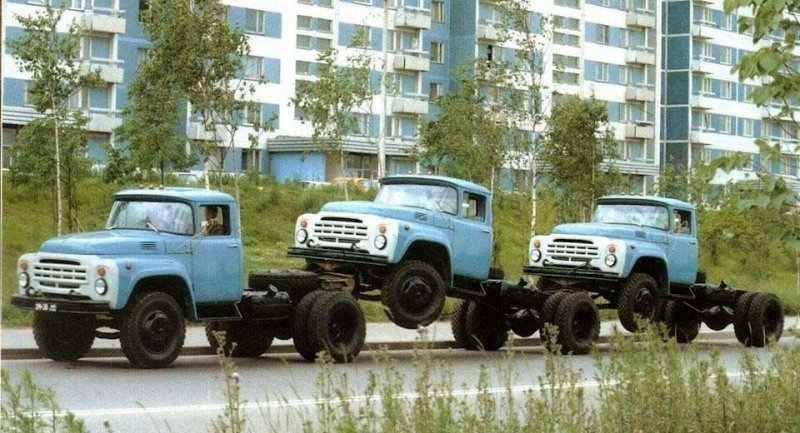 Перегон шасси ЗИЛ, Москва, конец 1980-х годов. ЛАЗ, СССР, авто, автобус, автомобили, зил, лиаз, советский автопром