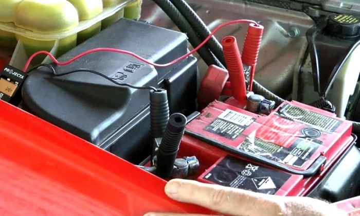 Можно ли осуществлять зарядку АКБ без отсоединения клемм и не снимая с машины авто и мото,автосоветы