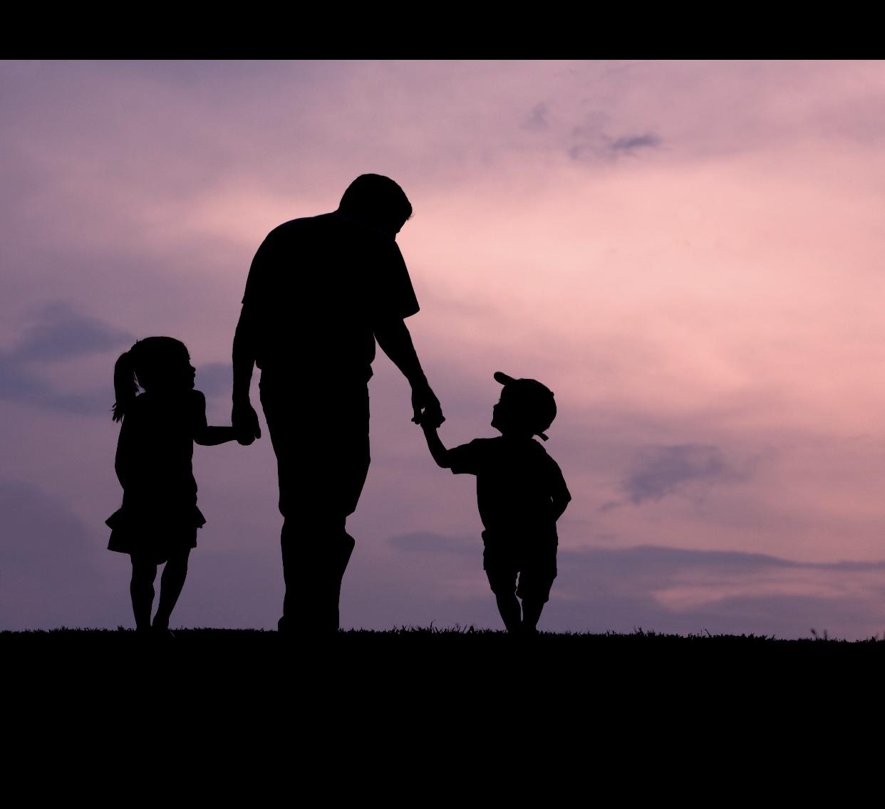 Когда мать — кукушка, а отец смог сам вырастить чужих детей, молодец!