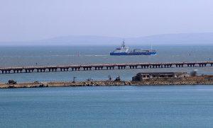 Порошенко поздравил экипажи судов, прошедших под Крымским мостом, через Twitter