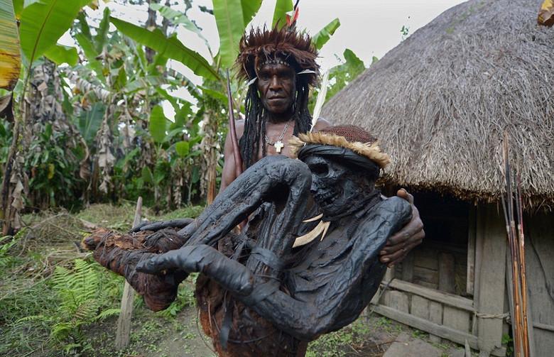 Дикое племя Дани: Копченые м…