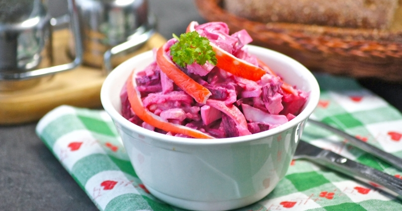 Вкусный салат «Фламинго» с крабовыми палочками: для праздничного стола