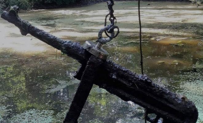 Пришлось пилить лед, чтобы достать солдат и оружие археология,болото,вторая мировая война,история,магнит,оружие,Пространство,черные копатели