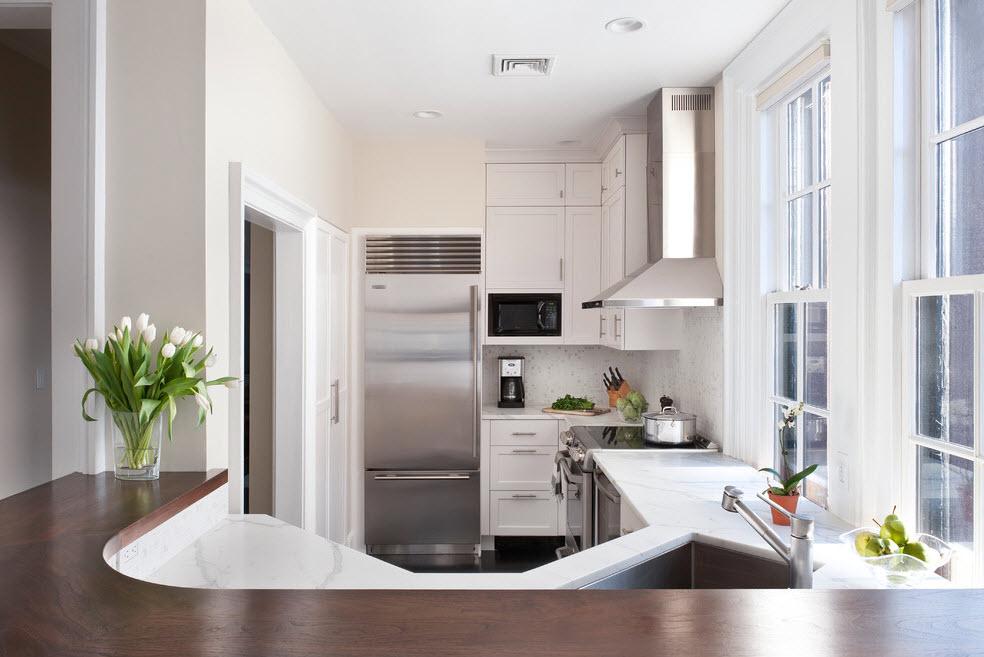 Холодильник в дизайне небольшой кухни