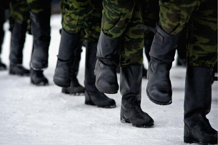Армейский способ утепления ног в сильные морозы поражает своей простотой / Фото: astrakhanfm.ru