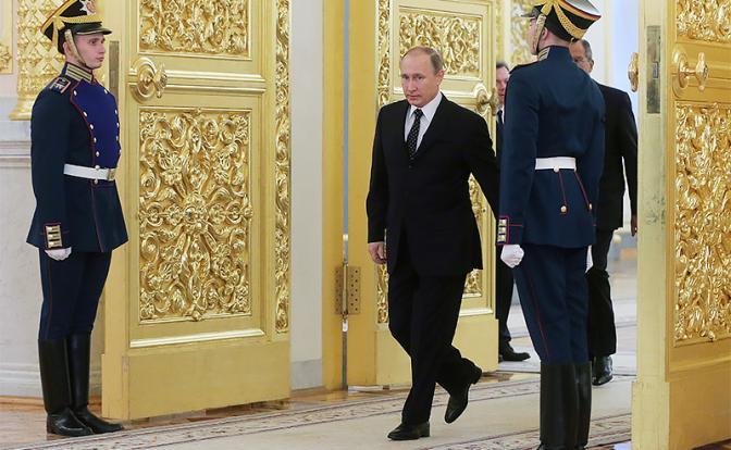 На фото: президент России Владимир Путин (в центре)