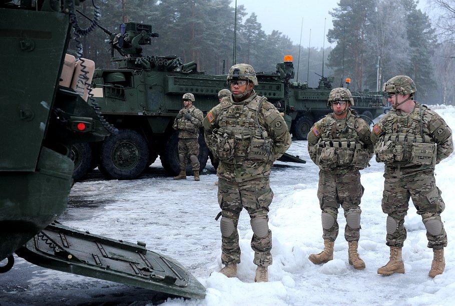 Солдаты НАТО замерзли и намо…