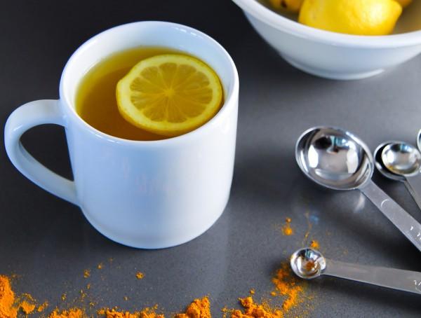 Теплая вода с лимоном и курк…