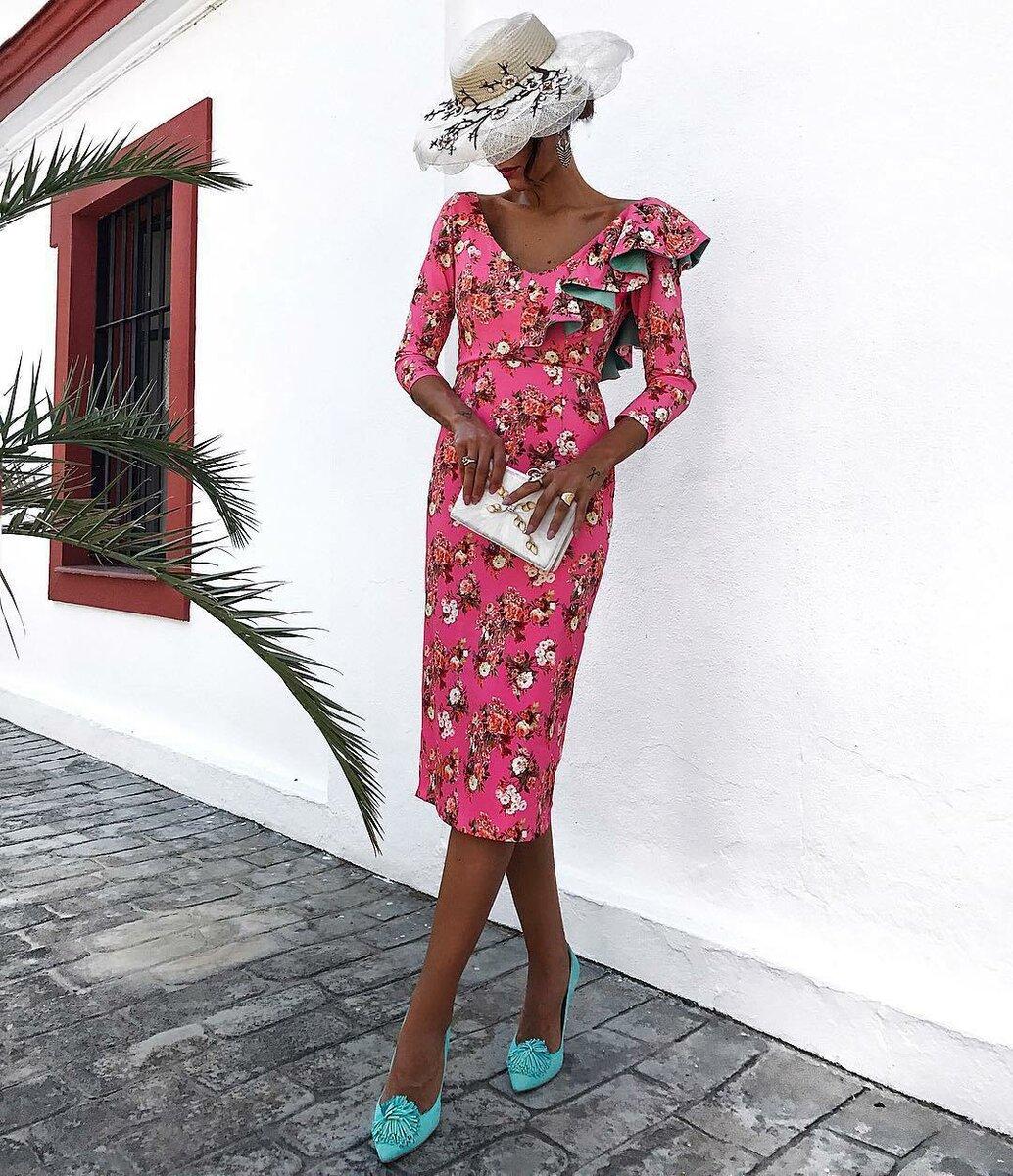 Цветочное настроение: шикарные платья и сарафаны на лето 2021