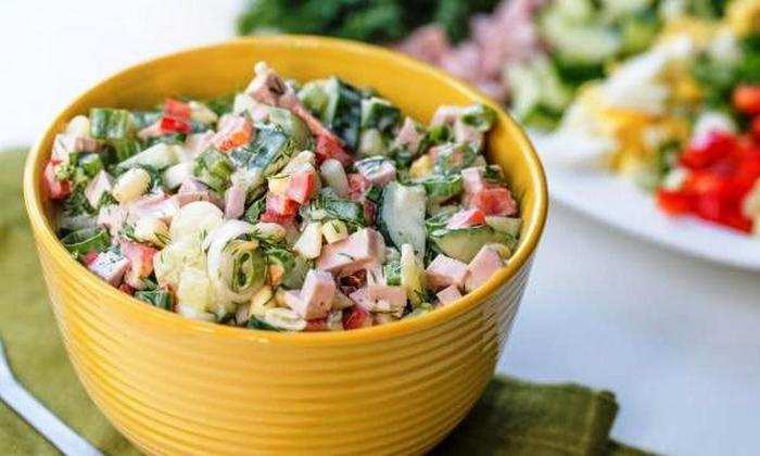 Салат из черемши с колбасой
