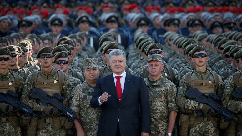 Порошенко: на восточном фланге НАТО украинцы сражаются за демократию, свободу и западные ценности