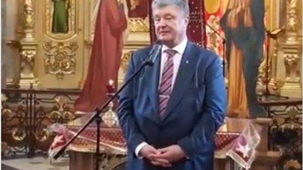 «Вынашивает томос»: в Сети высмеяли внешний вид Порошенко