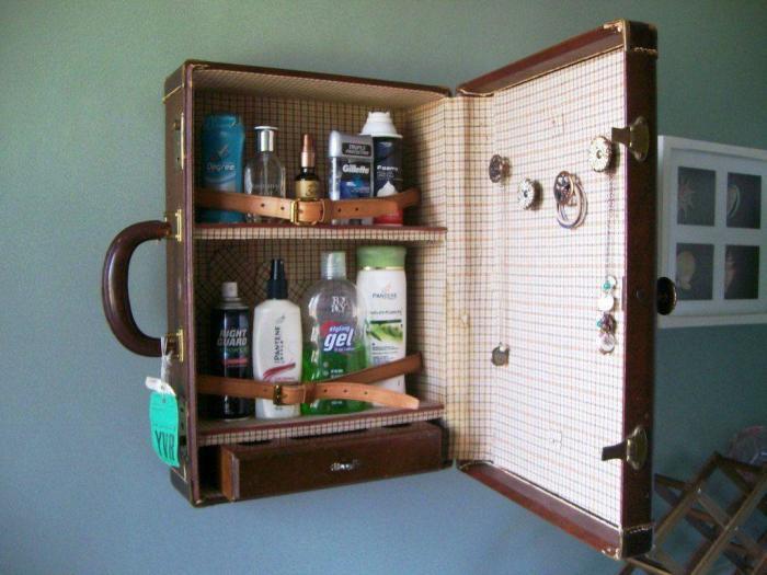 Вместительный чемодан подходит не только для хранения одежды. /Фото: lacoloclyon.com