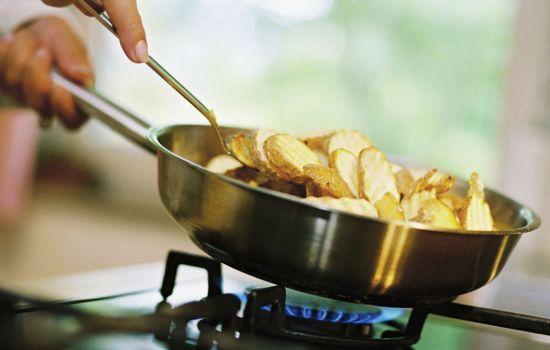 Почему жареная пища опасна для здоровья?