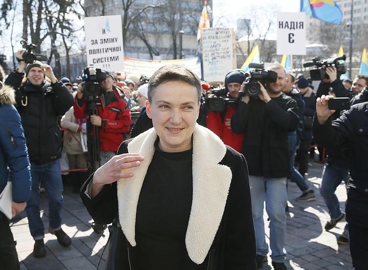 Суд оставил Савченко под арестом