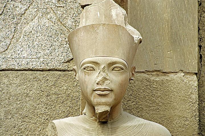 Ученые выяснили, почему у египетских статуй сбиты носы. Так фараоны защищали себя от духов предков Культура