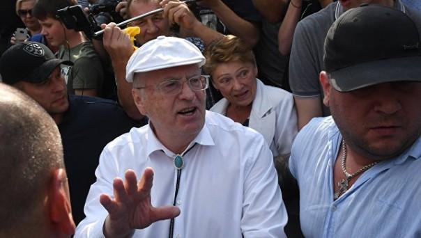 Нувот... Жириновский оказывается побил жителя Украины)