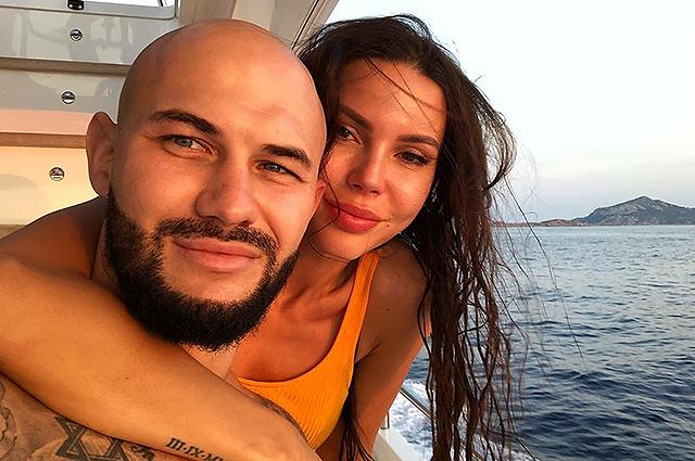 """Оксана Самойлова прокомментировала слухи о примирении с Джиганом: """"Живем мы пока вместе"""""""