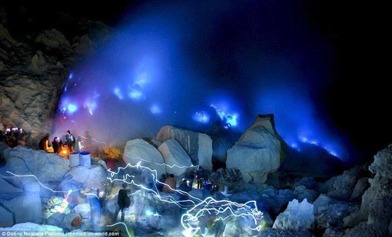 Это место пользуется популярностью у туристов вулкан, выбросы, газ, газы, индонезия, познавательно, сера, туристу на заметку