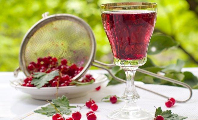 Вино и настойку из смородины готовим дома