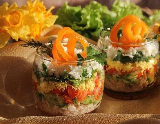 Слоеный салатик на ужин, совершенно без лишних калорий