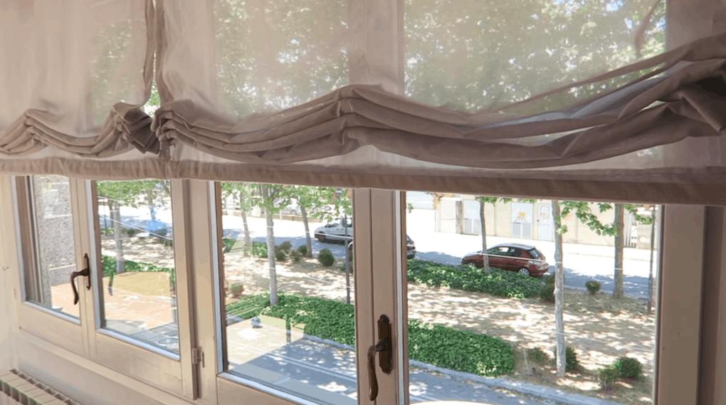 Эффектные шторы с подъемным механизмом: бюджетная идея