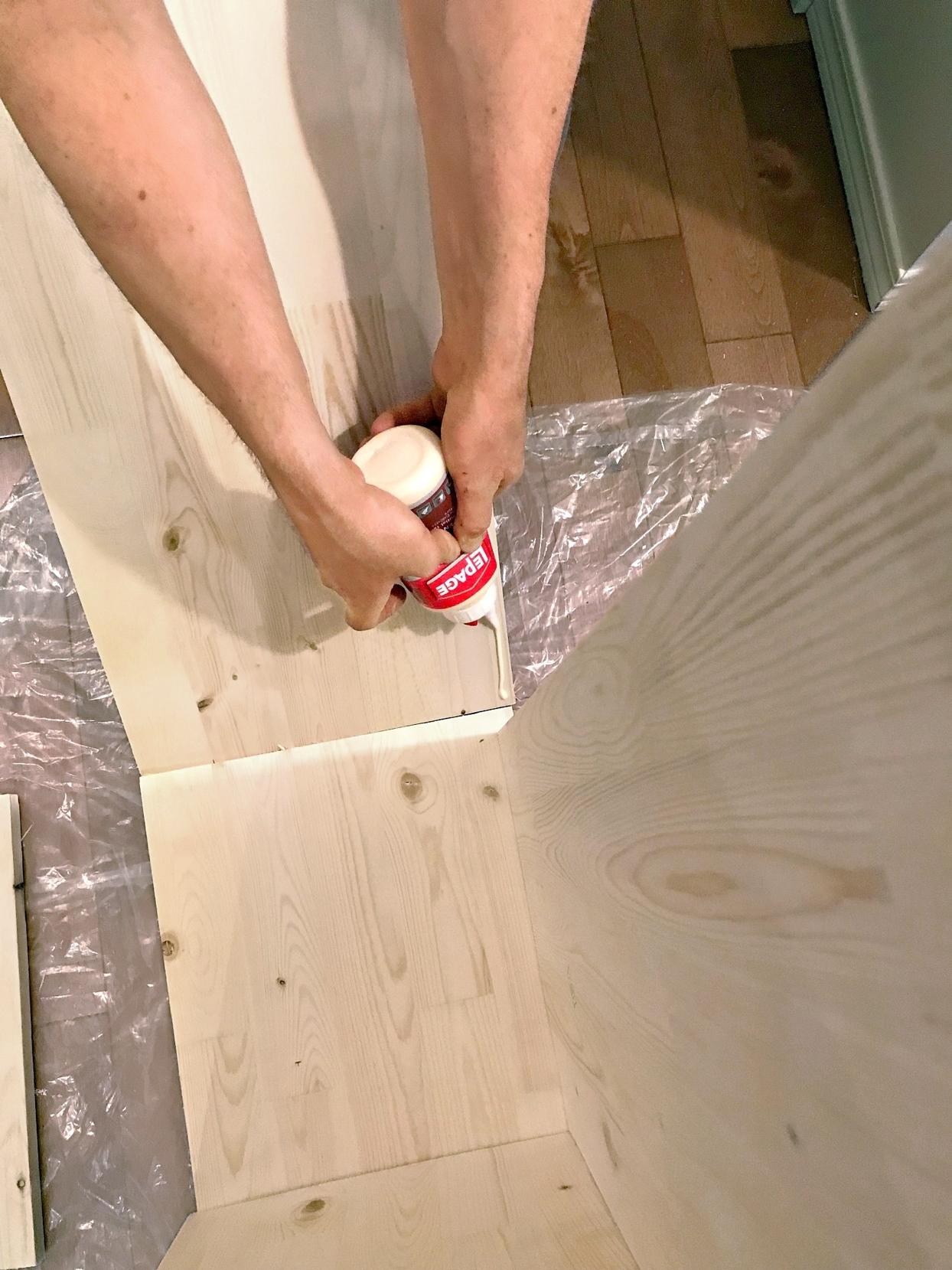Как превратить деревянные полки в стильный стеллаж? полки, стене, чтобы, будут, высохнет, доски, материалов, поверхность, стеллажа, проводки, забивания, гвоздей, помощью, Когда, валик, полок, фанера, дереву, герметик, посуду