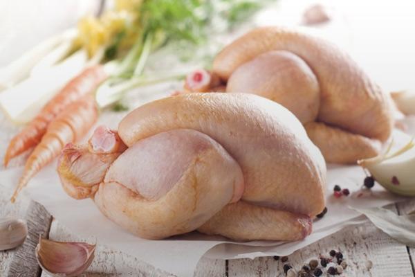 Почему нельзя мыть сырую курицу