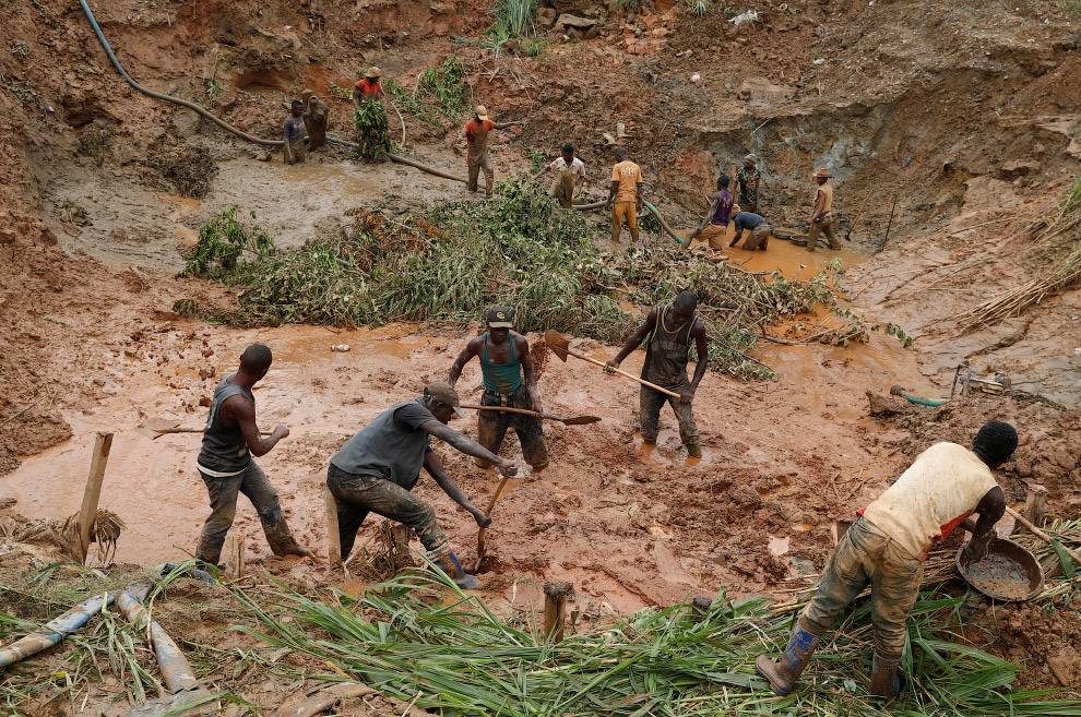 Кустарная добыча золота в Конго