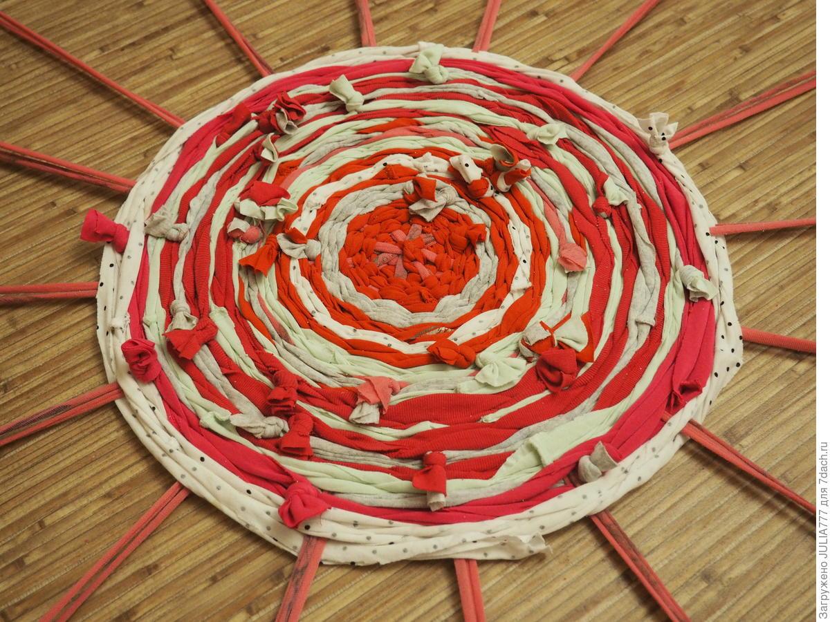 Уютный коврик без вязки и шитья! Простейший способ изготовления для дома и дачи,мастер-класс
