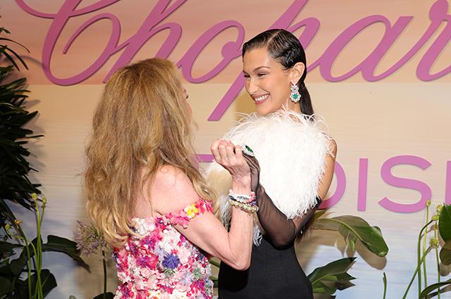 Образ дня: Белла Хадид в мини-платье с перьями на вечеринке в Каннах Звездный стиль