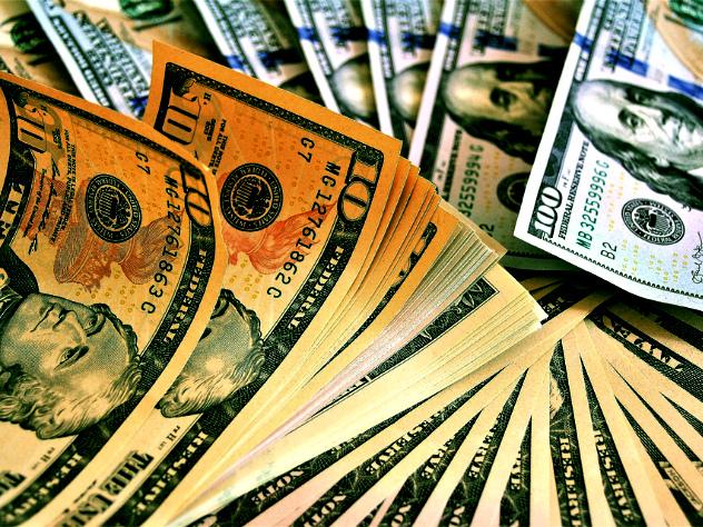 Минфин: доллар не должен участвовать в операциях в России