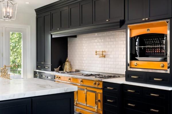 фасад кухни чёрного цвета