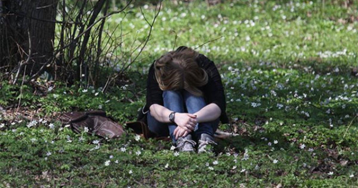 пьяная женщина в кустах - 10