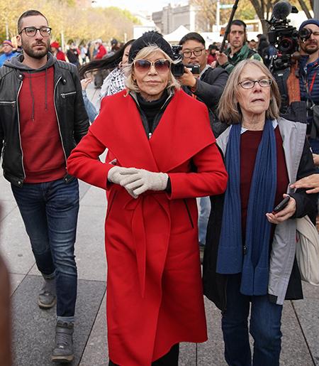 """Джейн Фонда высказалась против шопинга: """"Я уже 8 месяцев не покупаю одежду"""" Мода,Новости моды"""