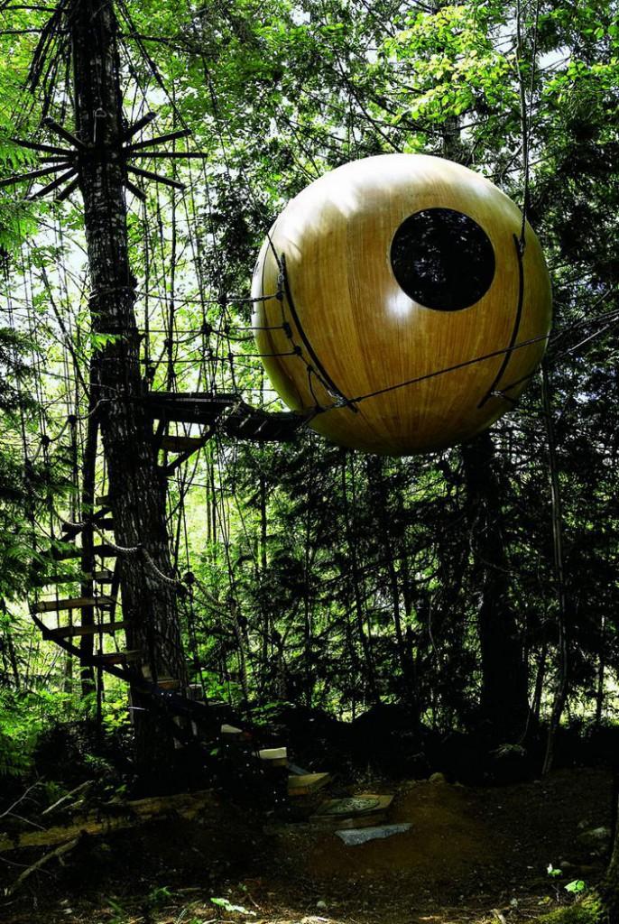 10. Free Spirit Spheres. Эта сфера – своеобразный отель в лесу, расположенный среди высоких деревьев на западном побережье Ванкувера, Канада.