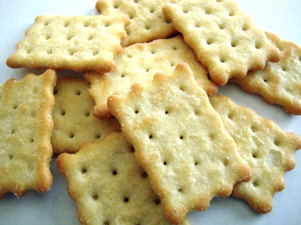 Закусочный торт из крекеров: варианты приготовления и советы