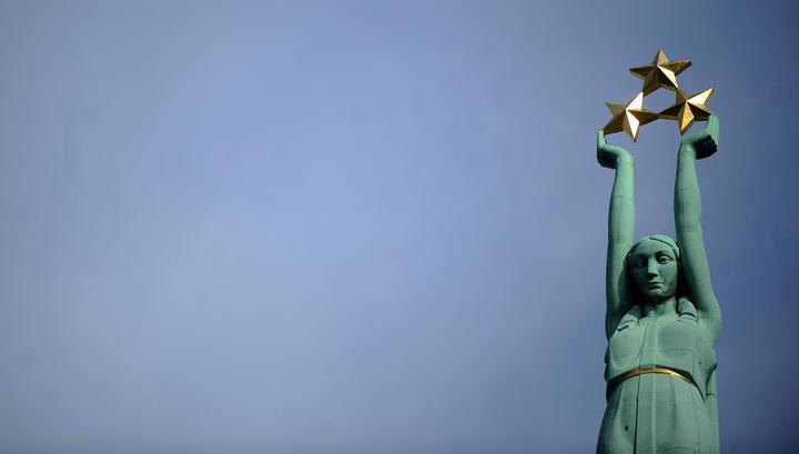 Американские солдаты осквернили главный памятник Латвии