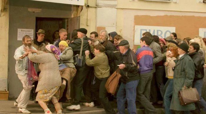 5 дефицитных вещей, за которыми люди в Советском Союзе часами выстаивали в очередях
