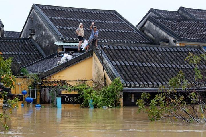Тайфун «Хайкуй» приближается к Вьетнаму, где откроется саммит АТЭС